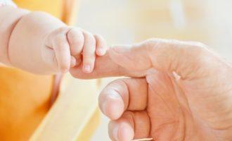 Den kůže upozorňuje na důležitost doteků pro nemocné lidi