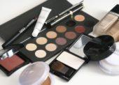Plno Čechů nakupuje kosmetiku pouze v akci