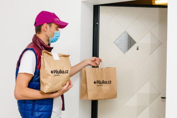 Lékárny Pilulka spouštějí v Praze donáškovou službu