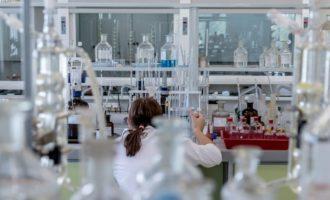 Biocev nabízí firmám testování pomocí testů ze slin